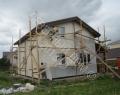 Каркасный дом, нанесение фасадной системы из декоративной штукатурки